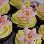 Beautiful orchid cupcakes