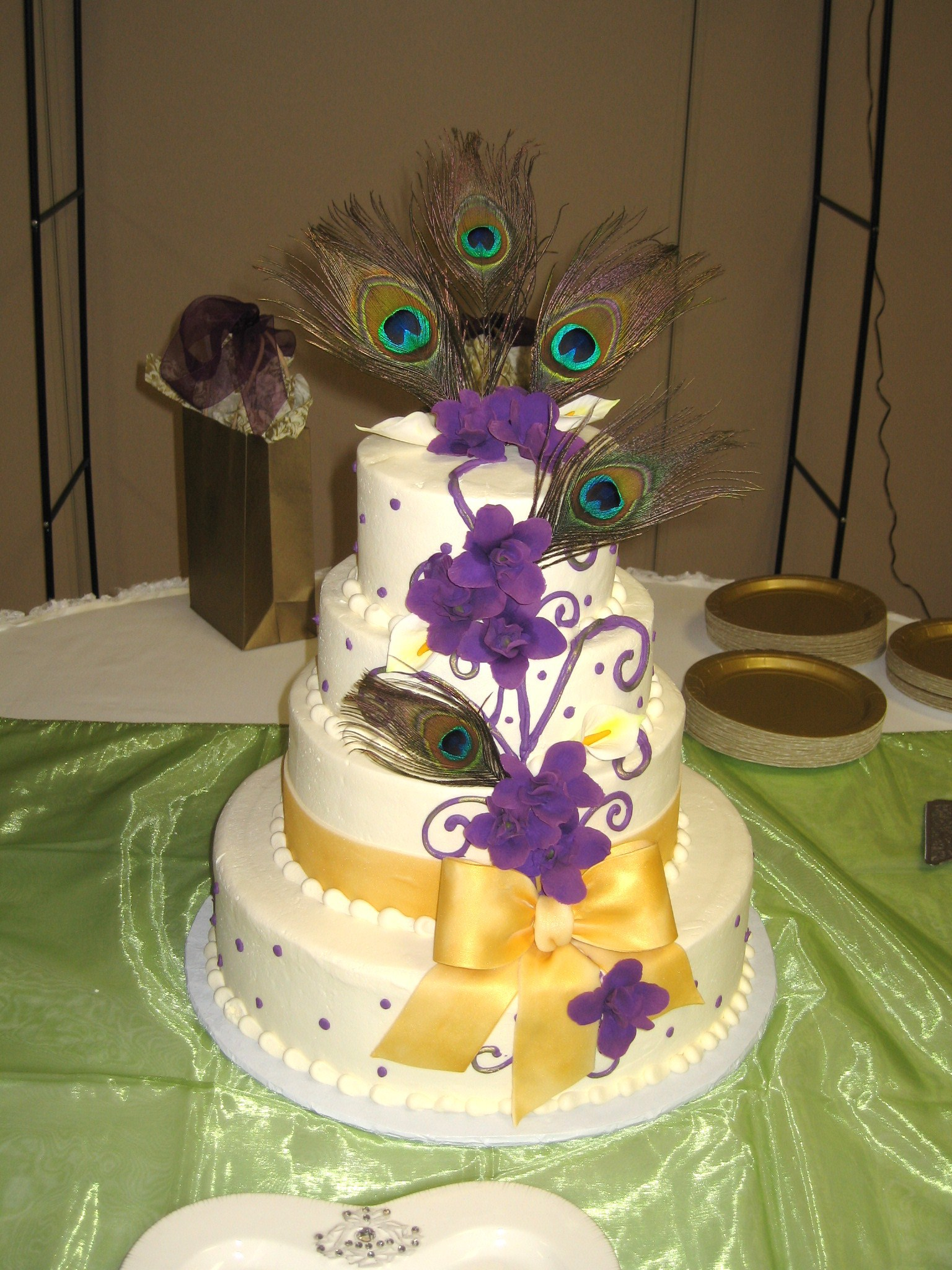 Peacock inspired wedding cake