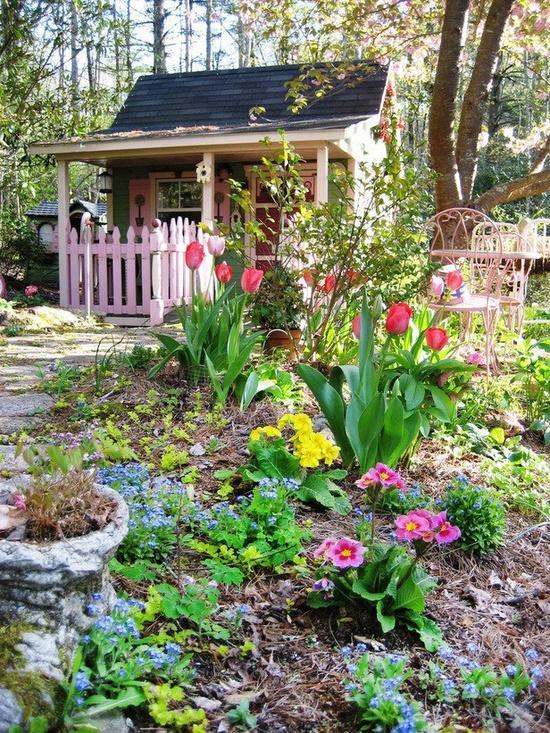 Cute gardening shed for Pretty garden sheds