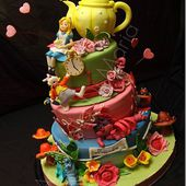 Amazing Alice in Wonderland Cake
